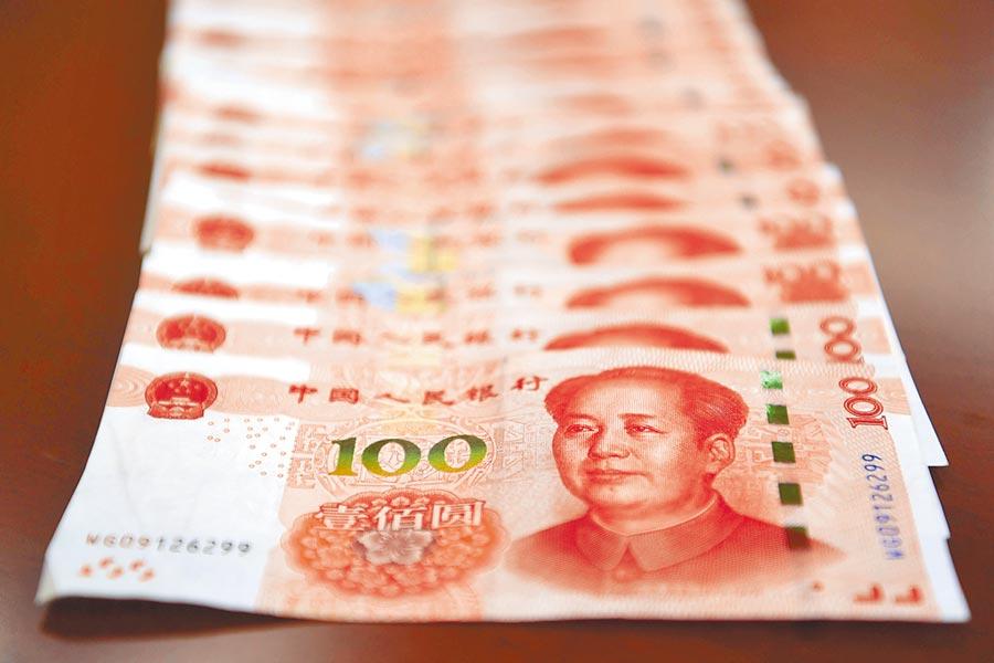 中美貿戰升溫,人民幣跌不停,市場擔憂會「破7」。(中新社資料照片)