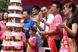 國泰國小慶百年 侯友宜攜手百歲人瑞切蛋糕