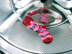 洗衣機會吃襪子!洗完全剩一隻腳 網靠2招解決