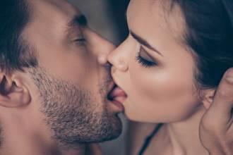舌吻親姊搏版面 他改吻媽眾人看呆
