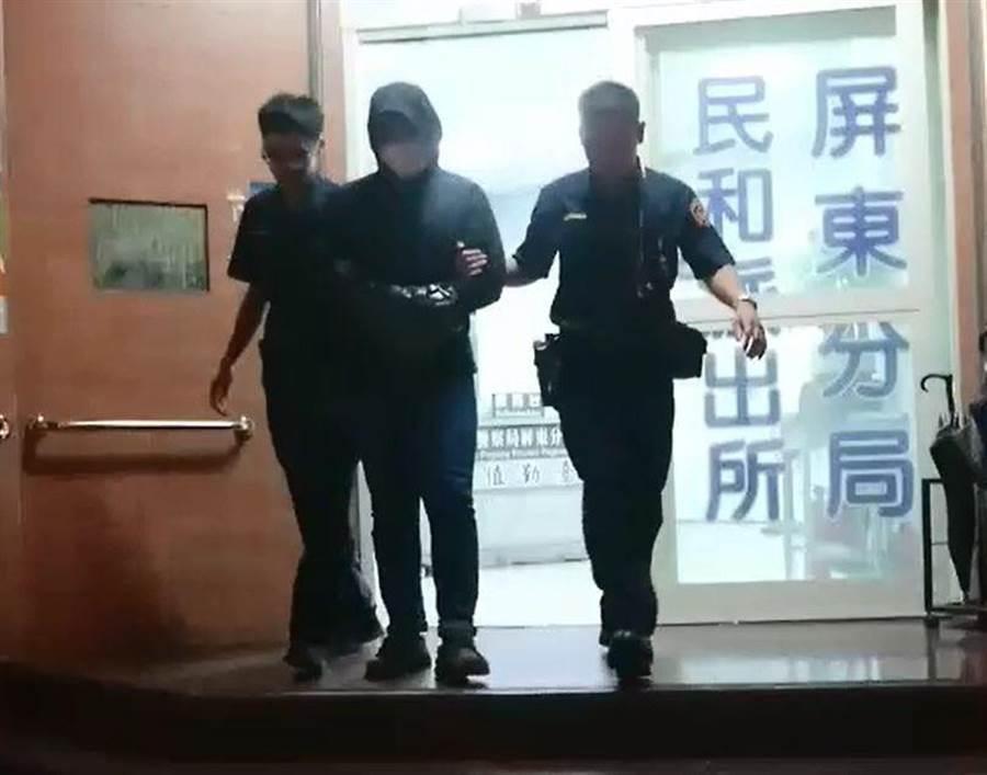 屏東警方查獲偷拍健身房女子洗澡的嫌犯。(謝佳潾翻攝)