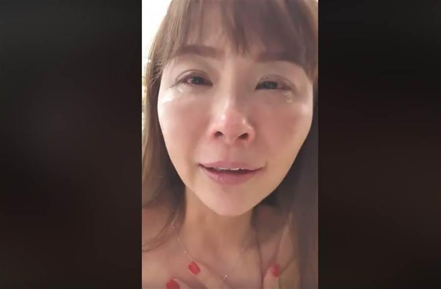 許聖梅痛哭自爆因挺韓被電視台封殺,不過年代隨後也聲明否認封殺一事。(取自許聖梅臉書)