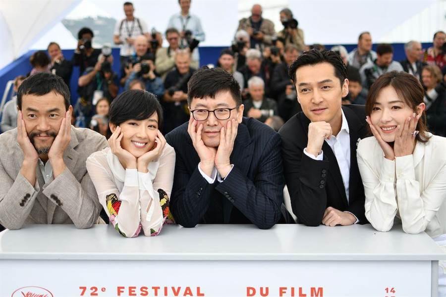 廖凡(左起)、桂綸鎂、刁亦男、胡歌和萬茜在坎城共同亮相。(法新社)