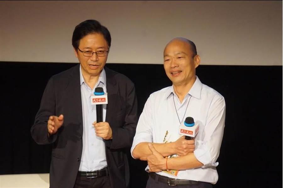 圖為高雄市長韓國瑜(右)5月出席前行政院長張善政(左)新書發表會。(資料照片 柯宗緯攝)