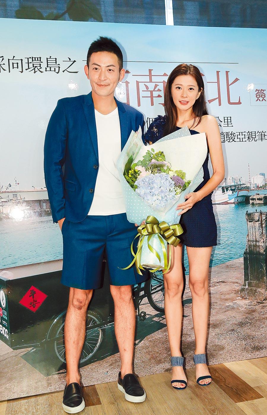 趙駿亞(左)去年8月出書,李燕曾站台,如今情逝。(資料照片)
