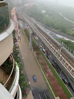 暴雨炸裂淡水交通 台二線往三芝管制