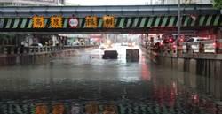 中市林森路地下道積水  3車近滅頂