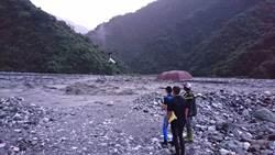 花蓮豪雨溪水暴漲 3釣客困沙洲一夜