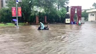豪雨狂炸 桃園龜山水淹及膝