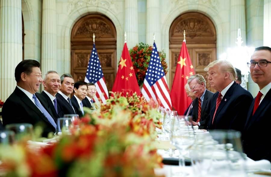 新華社今天上午7點推文,稱中美貿易戰止戰停火,後經陸媒報導,上午推播文為去年5月20日舊稿。(圖/美聯社)