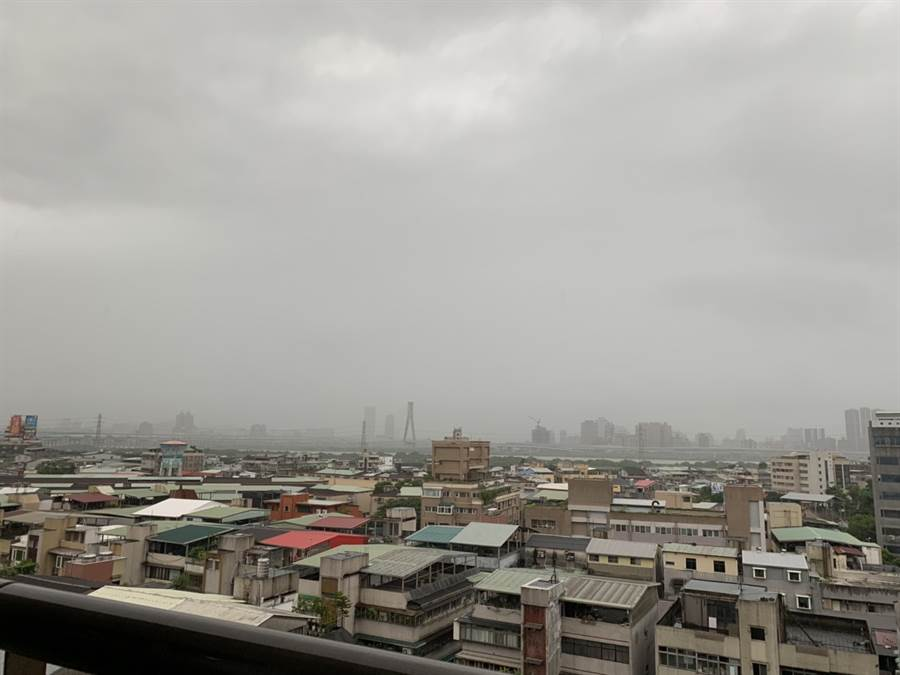 鋒面登北台灣,天氣大變。(讀者提供)