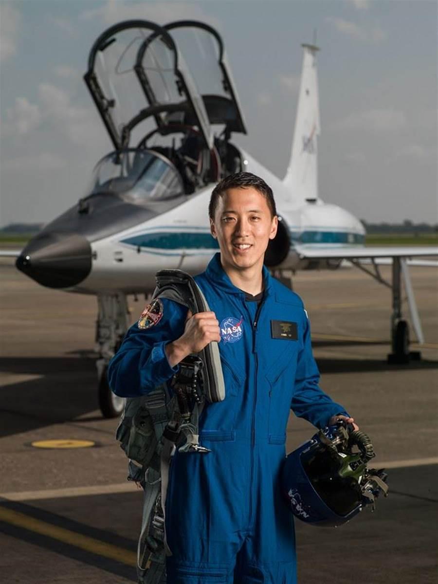 預計2024登陸月球的韓裔男子Jonny Kim,其驚人履歷讓網友們大呼:電影裡才會出現!(圖/NASA臉書)