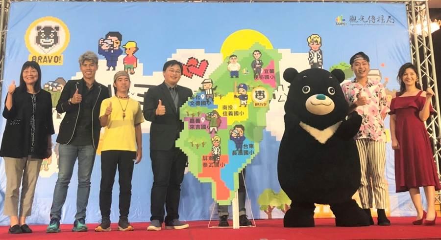 北市觀傳局推動「小手收大夢想」計畫,北市吉祥物熊讚Bravo將攜手6位特派員,前往全台5所偏鄉學校,分享職人經驗。(吳堂靖攝)