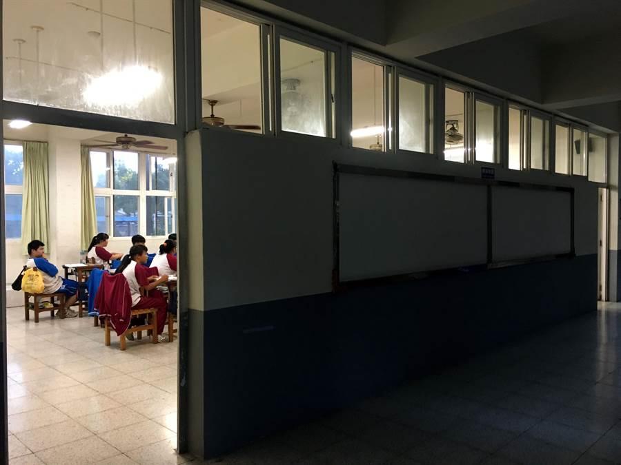 嘉義市玉山國中的教室設計不利於對流通風,室內悶熱難當。(廖素慧攝)
