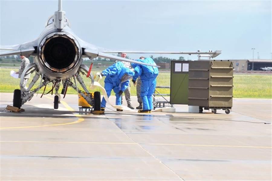 美國空軍進行F-16聯胺的應變演練。(圖/美國空軍)