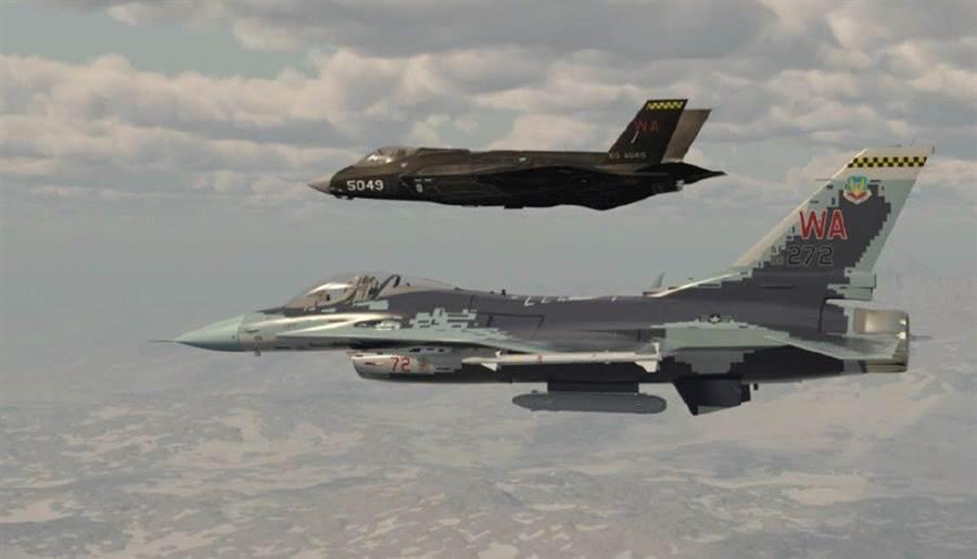 未來將擔任美國空軍對抗演練假想敵的侵略者F-16與F-35戰機。(圖/美國內利斯空軍基地)