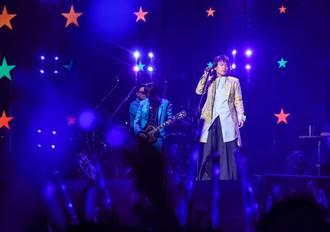 伍佰&China Blue上海開唱 自嘲這首歌超難聽!