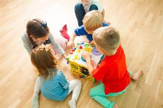 幼稚園裸上身玩 園方:曬日光浴