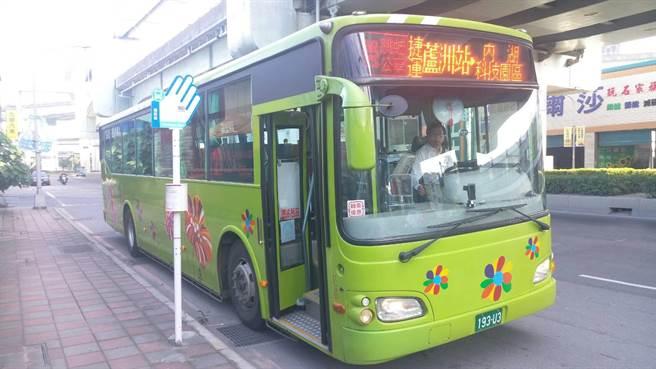 基隆市議員陳薇仲提出,基隆市也要爭取更多通達雙北的跳蛙公車,不過基市府交旅處表示,回程卻幾乎是空車,需求未達標。(新北市政府交通局提供)