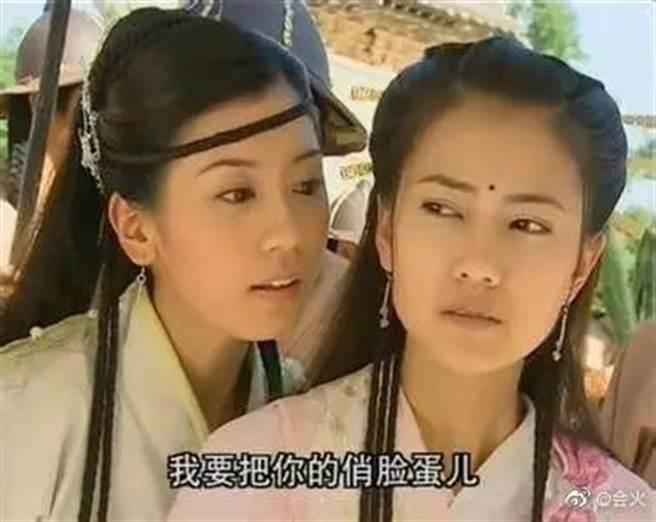 高圓圓(右)與賈靜雯(左)因拍攝《倚天屠龍記》成為閨蜜。(圖/翻攝自微博)
