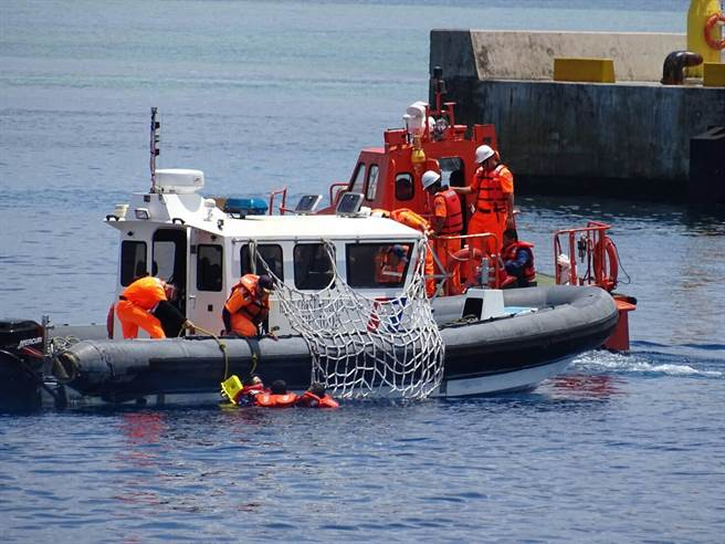 太平島海巡署南援演練 飛天救護車驚艷登場