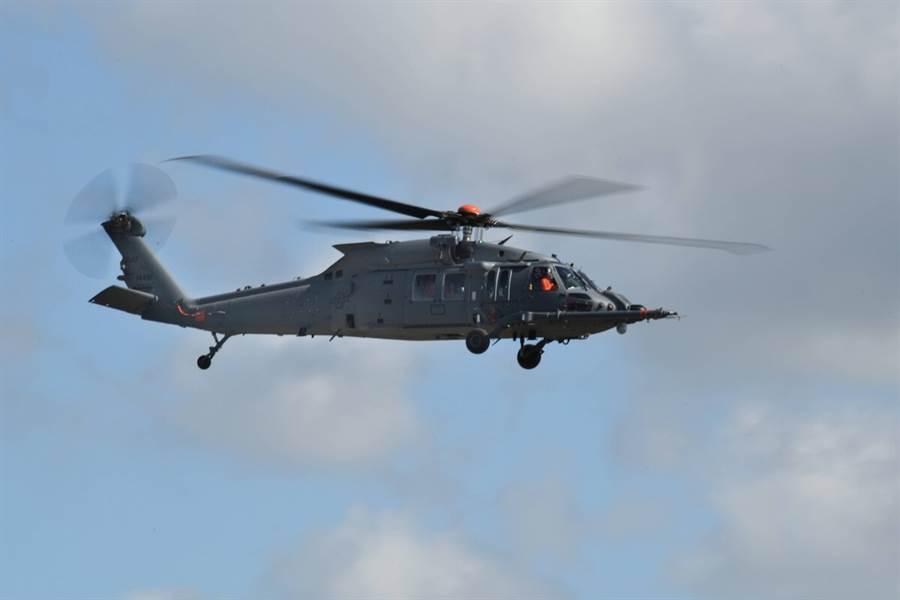 由洛馬子公司西科斯基研制的美軍最新一代戰鬥救援直升機HH-60W完成首飛。(圖/洛馬公司)