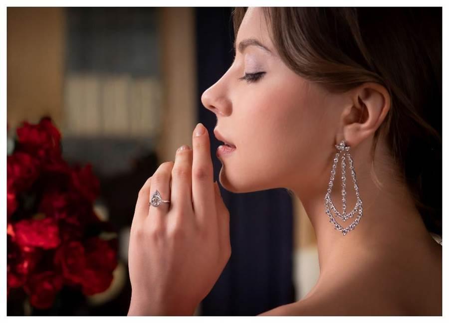 HEARTS ON FIRE今年新登场的JULIETTE系列婚戒。(HOF提供)