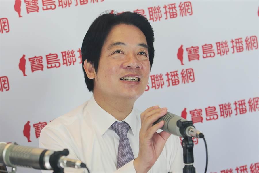 民進黨總統初選參選人賴清德上廣播節目說明。(黃世麒攝)