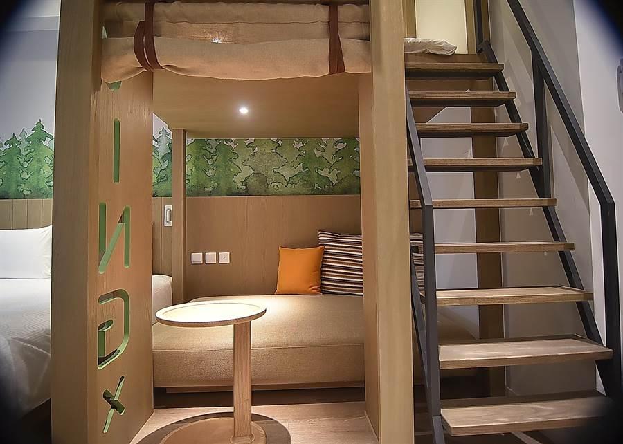 礁溪〈品文旅〉的客房設計頗富創意巧思,除可讓小朋友「爬上爬下」、「鑽來鑽去」,並可滿足多人住宿需求。(圖/姚舜)