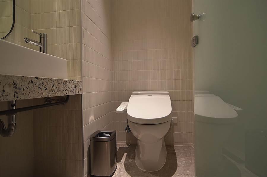 礁溪〈品文旅〉的每間客房的衛浴都有免治馬桶。(圖/姚舜)