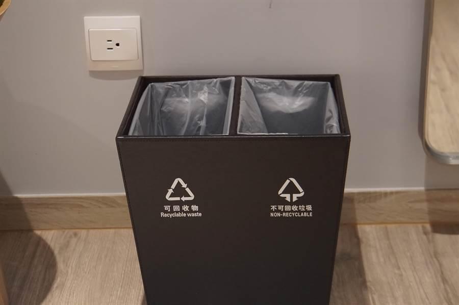 強調環保的礁溪〈品文旅〉,客房內垃圾桶主動分類。(圖/姚舜)