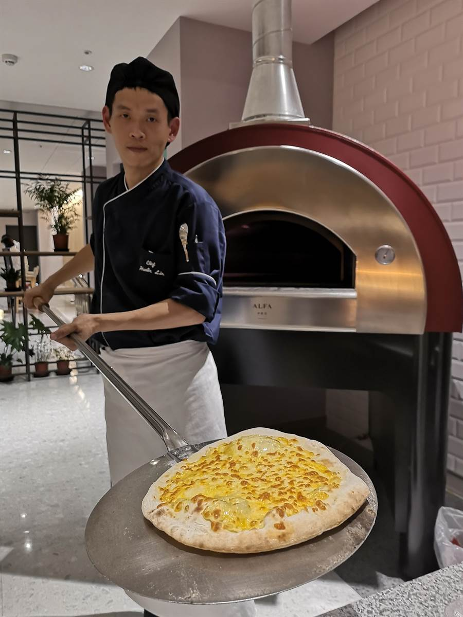 礁溪〈品文旅〉館內餐廳〈Rick's〉的義大利Pizza,標榜採用義大利進口烤爐烤製。(圖/姚舜)