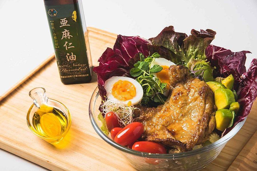 誠品信義店3F知味市集  uMEAL優膳糧 亞麻仁油生酮沙拉。(誠品提供)