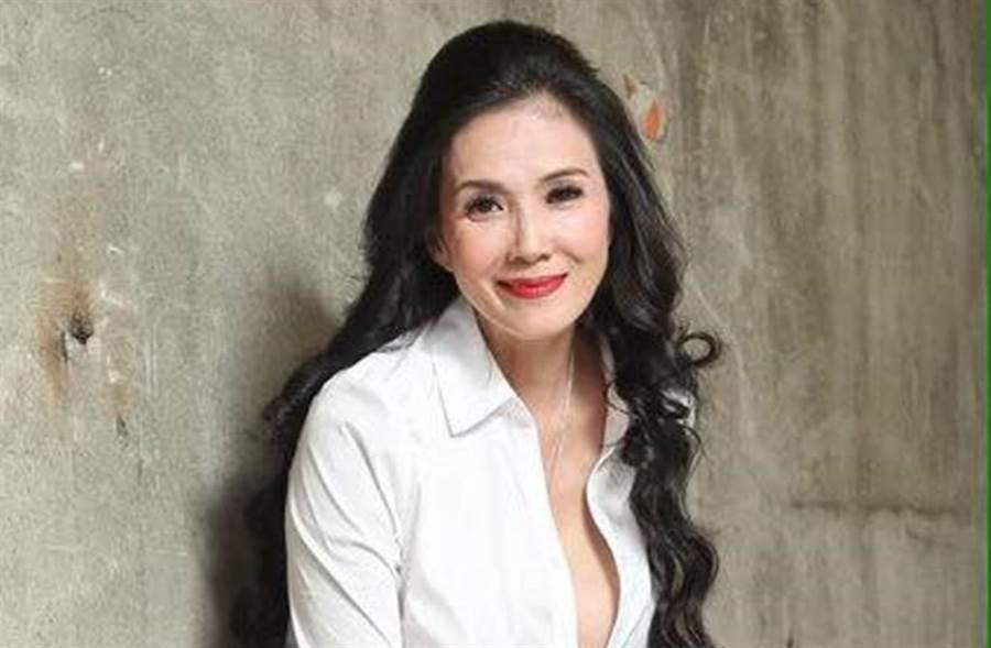 丁國琳擁有演藝圈美魔女的稱號。(圖/丁國琳臉書)