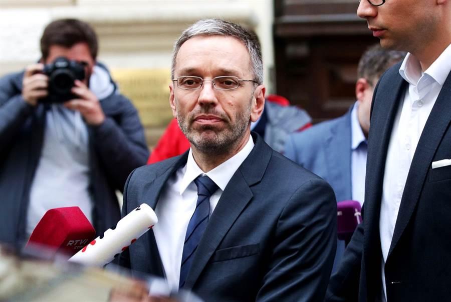 遭開除的奧地利內政部長基克。(圖/路透社)