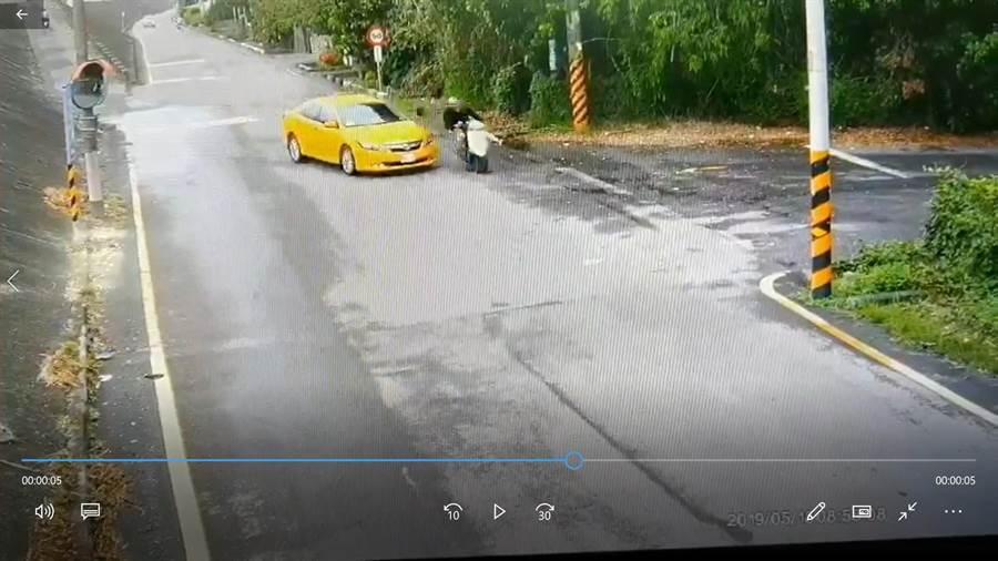 警方公布藝人馬如龍外孫車禍過程監視紀錄。(劉秀芬翻攝)