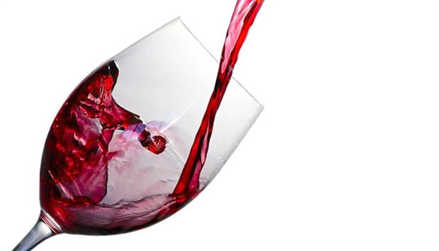 適度喝紅酒無法維護心血管功能。(圖/pixabay)