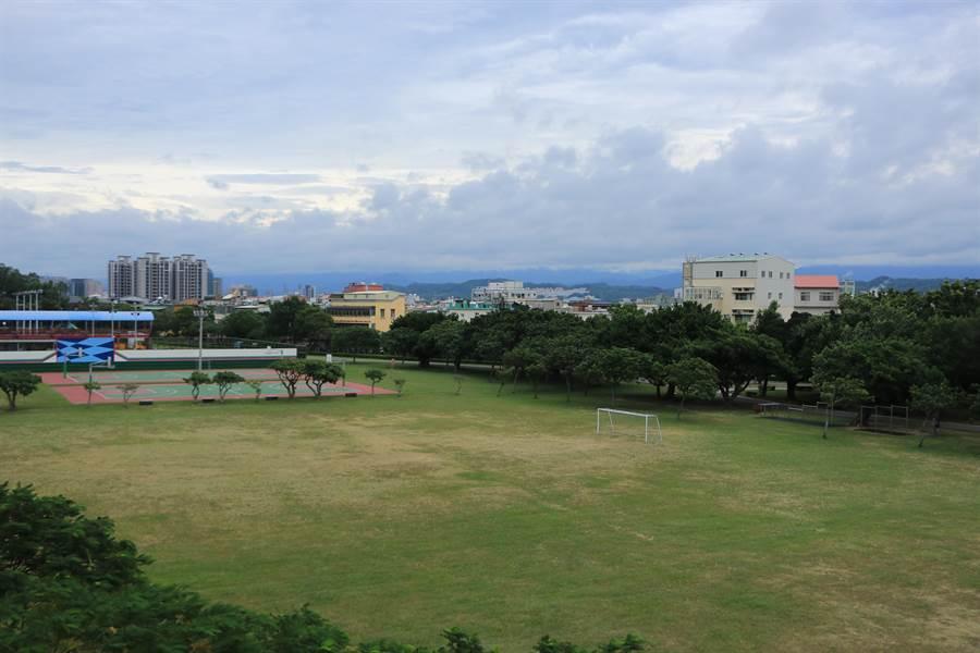 苗栗縣政府曾計畫於頭份竹南運動公園設置國民運動中心,卻因資格不符遭中央駁回。(何冠嫻攝)