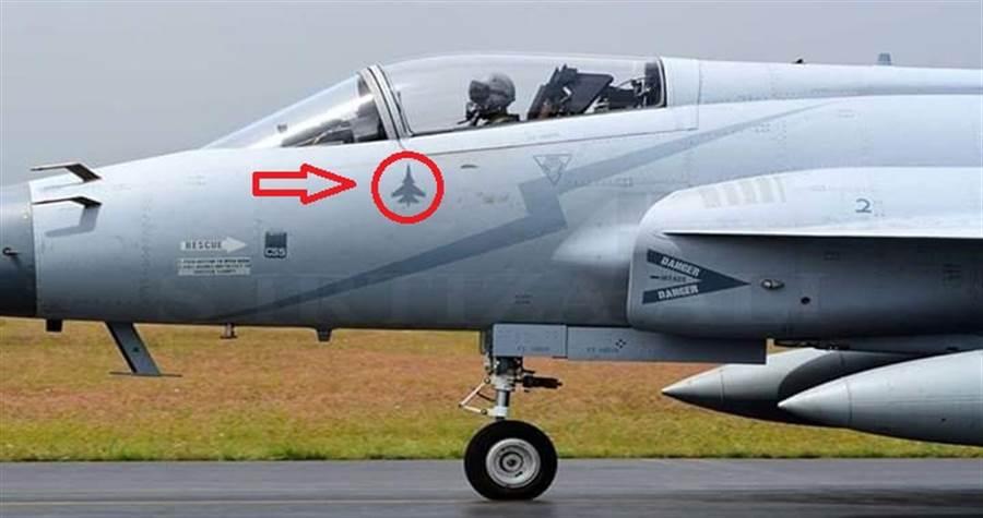 巴基斯坦的JF-17,塗上擊落Su-30的標記。(圖/fighter jets world)