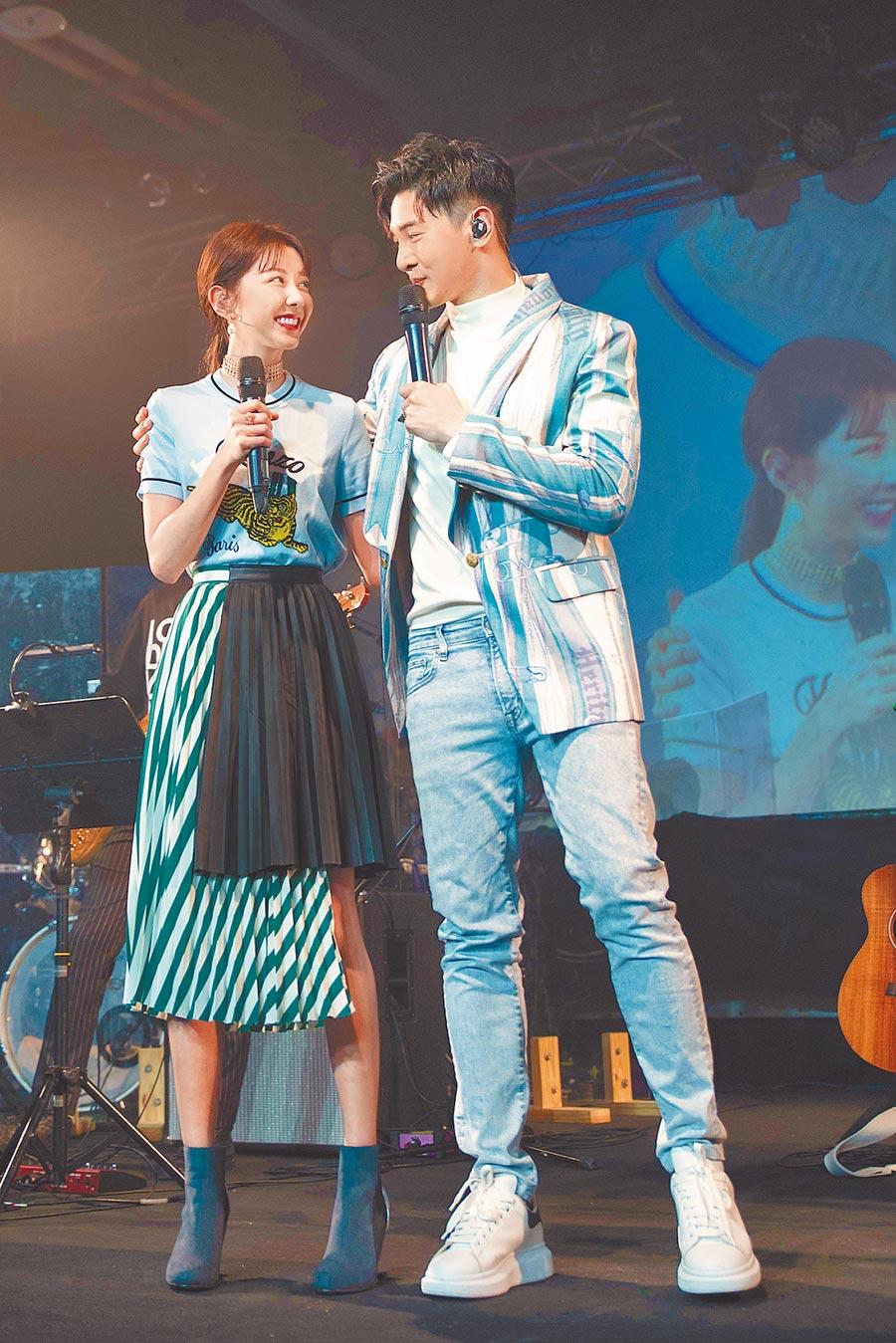 邵雨薇日前为前男友张立昂演唱会站台合唱。