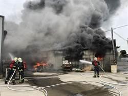 獎盃都飛了 鹿港鐵皮工廠燒成火海