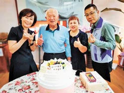 報平安 李棟山莊莊主慶92歲