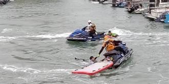 即刻救援 消防猛男漁港水上救溺演練