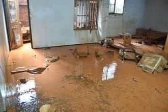 建商挖山 新埔里鎮社區土石流入侵