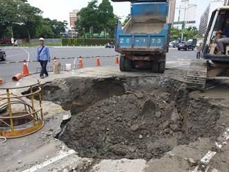 高雄汙水管線破損釀天坑 市府一日內搶修回填