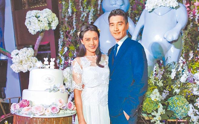 趙又廷(右)對高圓圓孕期相當保密,上月才公開此事。(資料照片)
