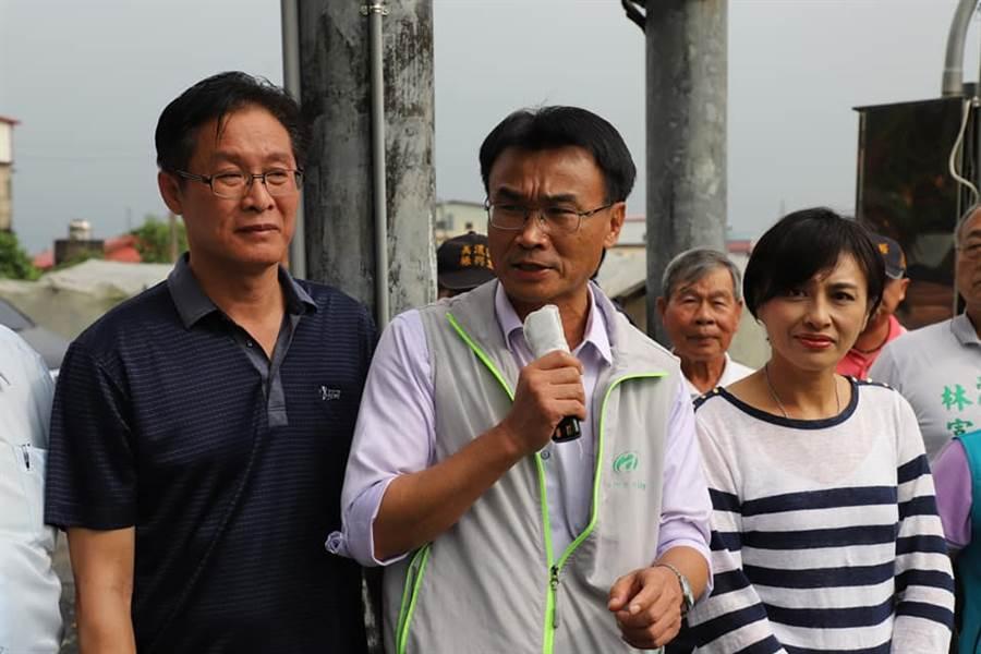 農委會主委陳吉仲(站中間者)發表,首創用無人機勘災,便利農民保障權益。(圖/陳吉仲FB)