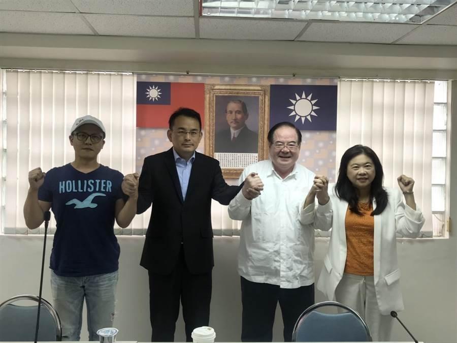 新北市第12選區藍營立委初選結果由前台北市副市長李永萍(右一)勝出,表示將全力打贏2020選戰。(葉德正翻攝)