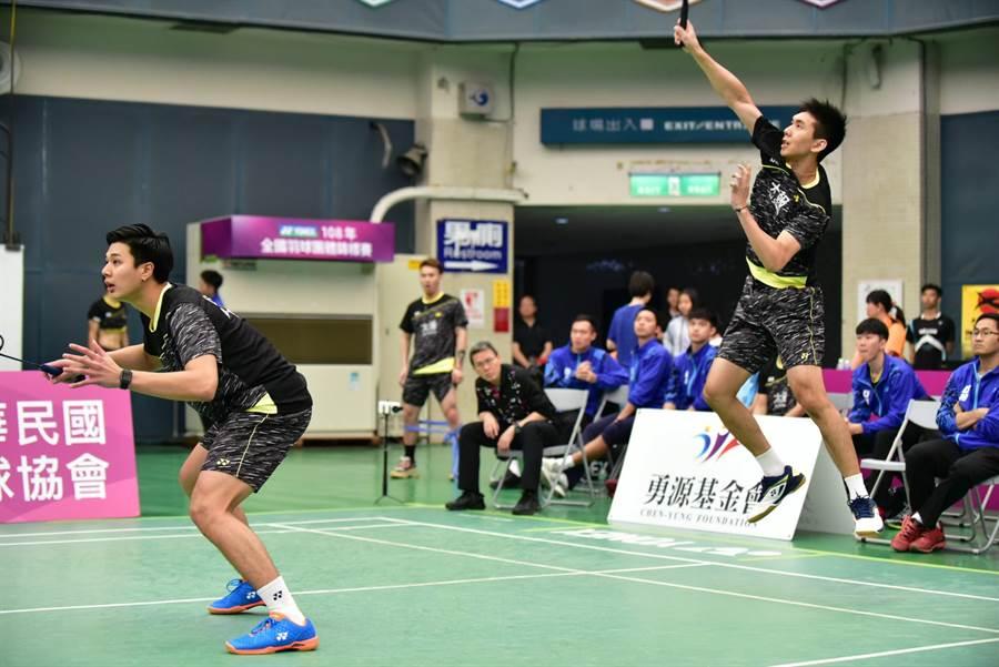 曾敏豪(右)在蘇迪曼盃與韓國一戰出戰混雙,可惜未能留下勝利。(資料照/中華民國羽球協會提供)
