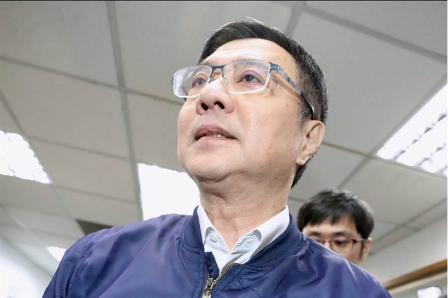 民進黨中執會22日在民進黨中央黨部舉行,黨主席卓榮泰(前)出席會議。(中央社)
